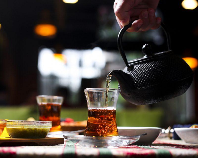 Siyah Çayın Demlenmesi